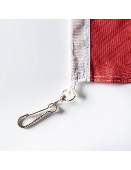 Coin renforcé du drapeau avec mousqueton, tissu rouge du drapeau