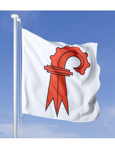 Bandiera Basilea Campagna che sventola al vento sul pennone, cielo blu sullo sfondo