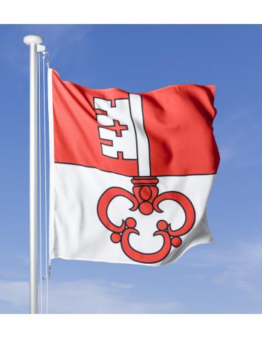 Bandiera Obvaldo che sventola al vento sul pennone, cielo blu sullo sfondo