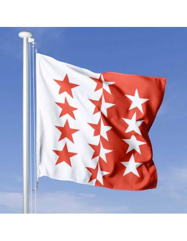 Walliser Fahne kaufen wehend am Fahnen-Mast, im Hintergrund blauer Himmel